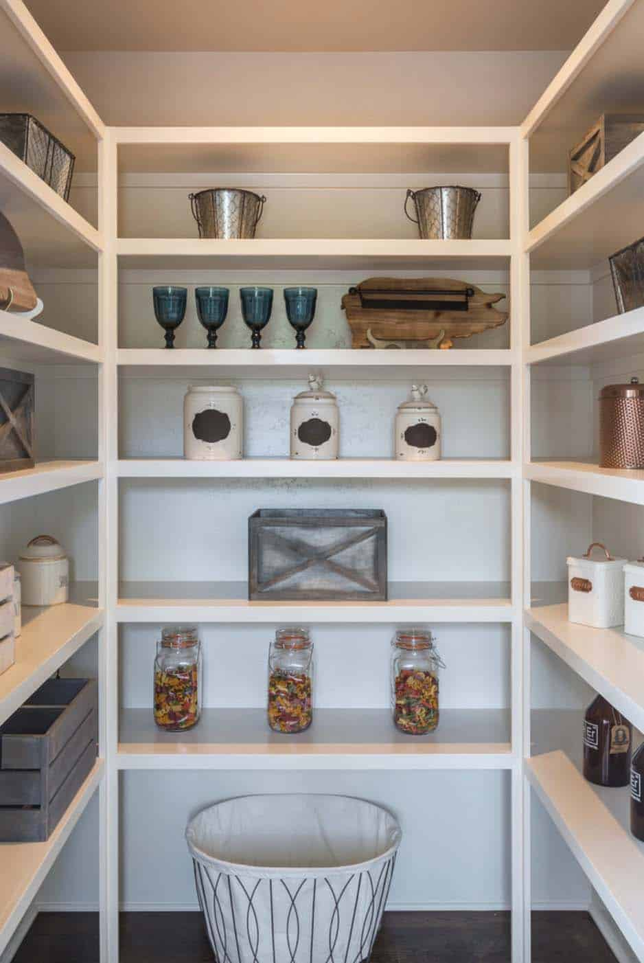 farmhouse-kitchen-pantry
