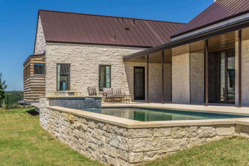 vineyard-farmhouse-pool