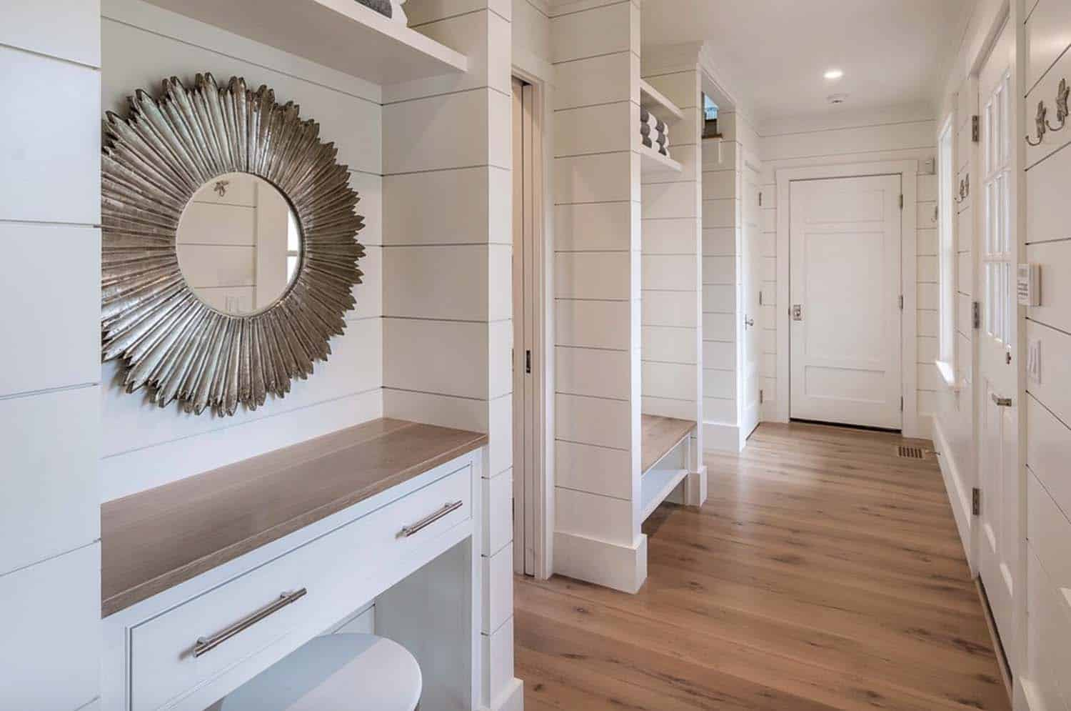 beach-style-mudroom-entry