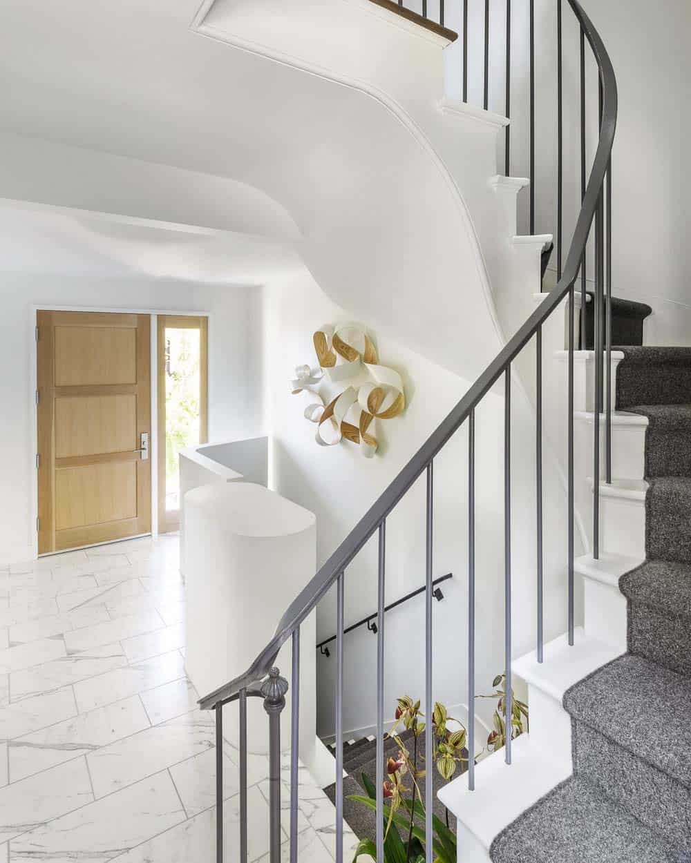 contemporary-home-entry-staircase
