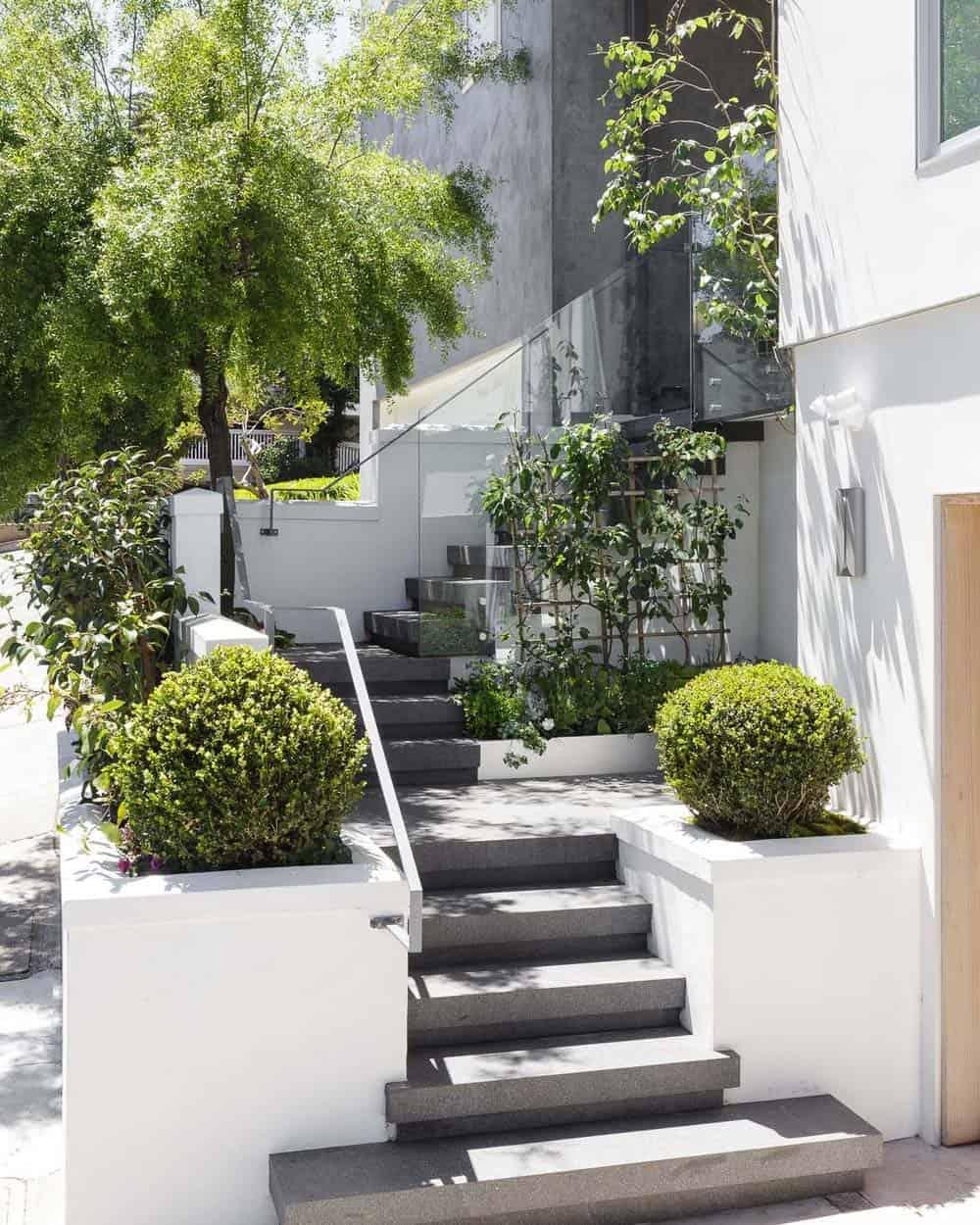 contemporary-home-exterior-staircase