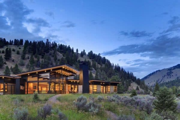 featured posts image for Sustainable luxury house with open-casual atmosphere in Big Sky Country