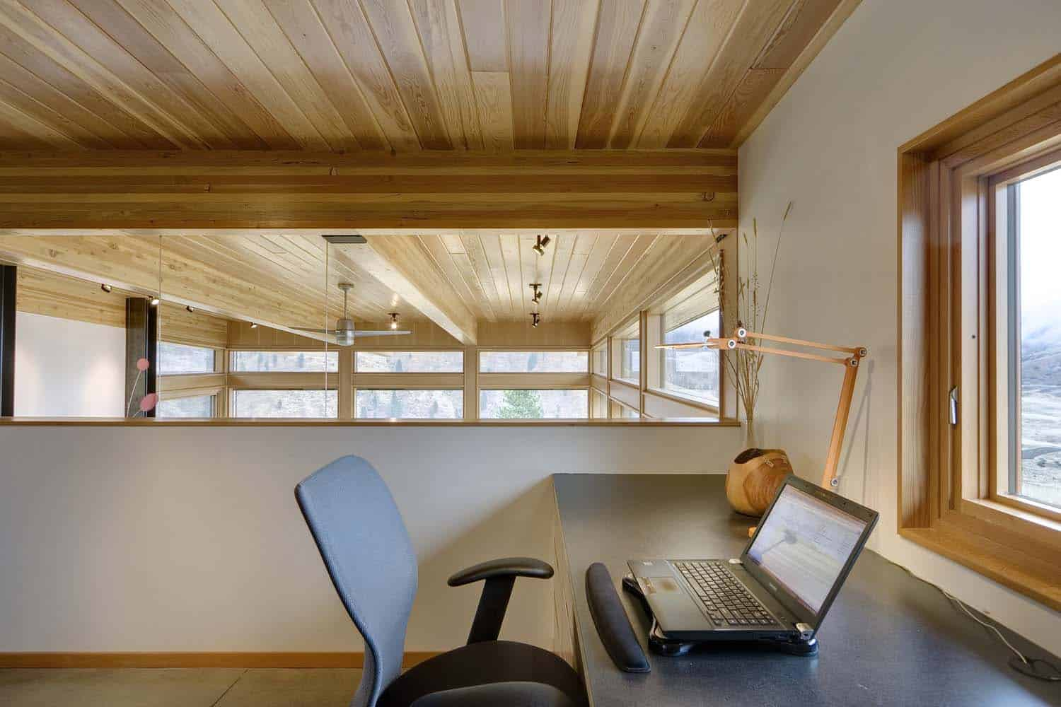 contemporary-cabin-home-office