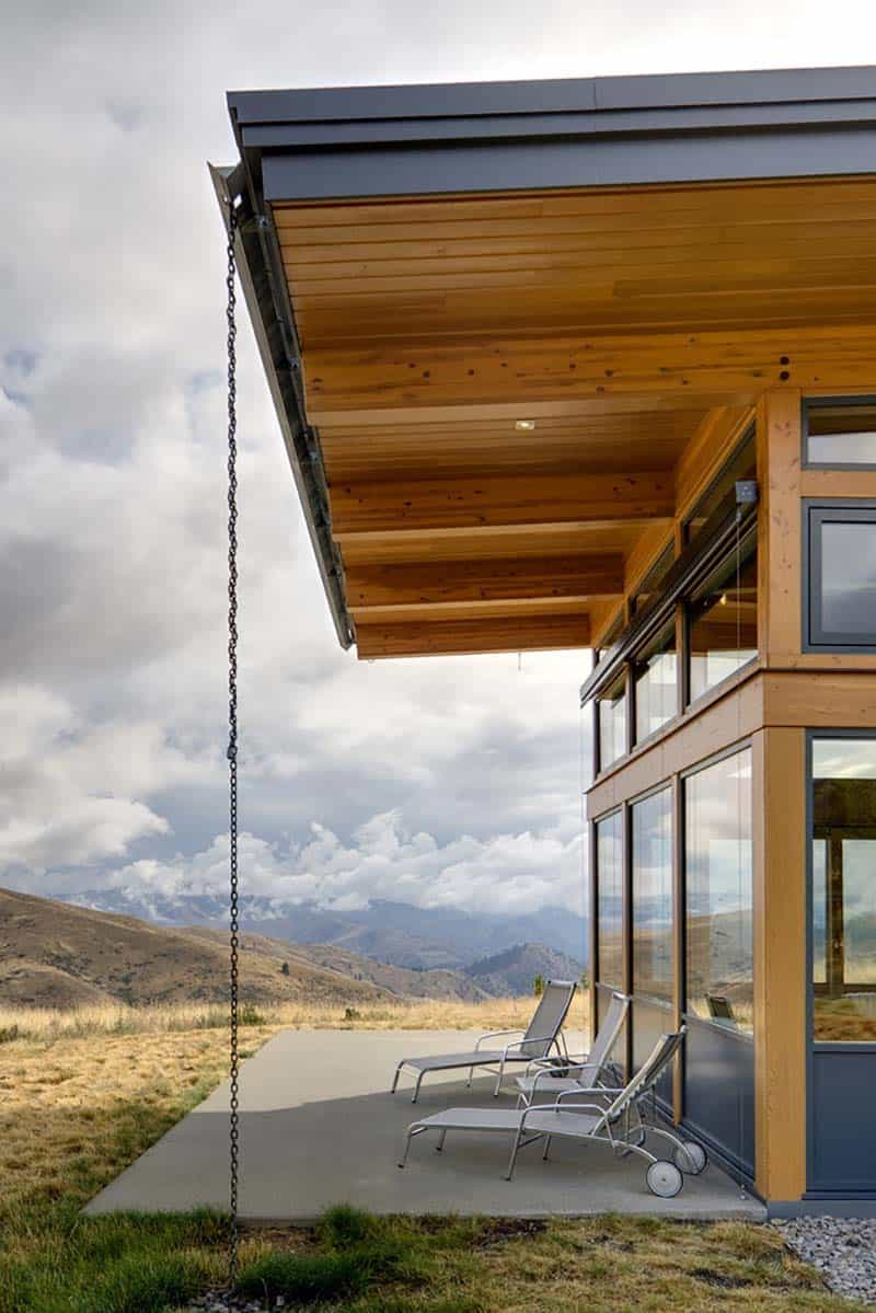 contemporary-cabin-patio