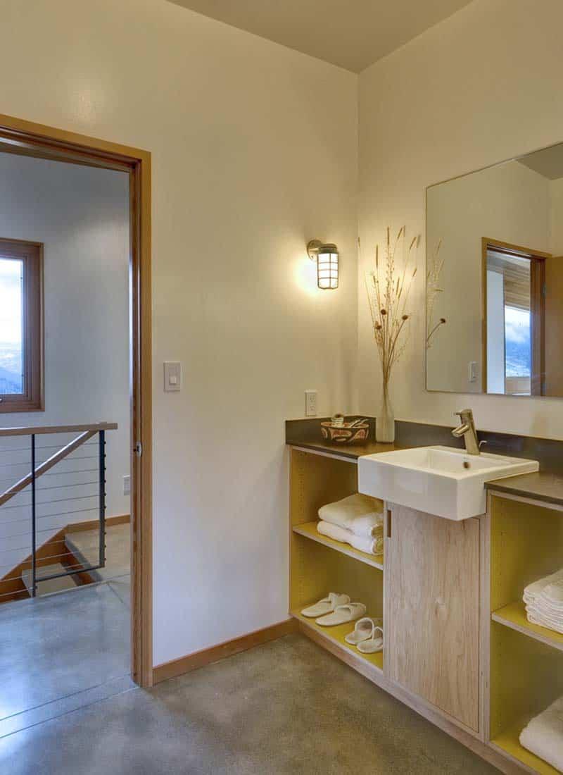 contemporary-cabin-bathroom
