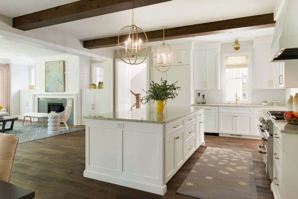 midwest-home-luxury-tour-beach-style-kitchen