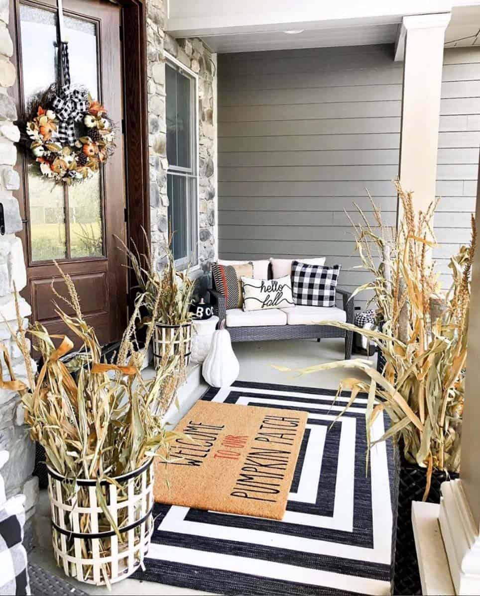 cozy-farmhouse-fall-decor-outdoor-entry