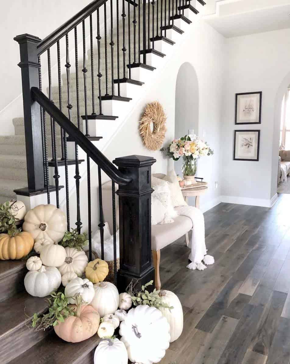 cozy-farmhouse-fall-decor-staircase