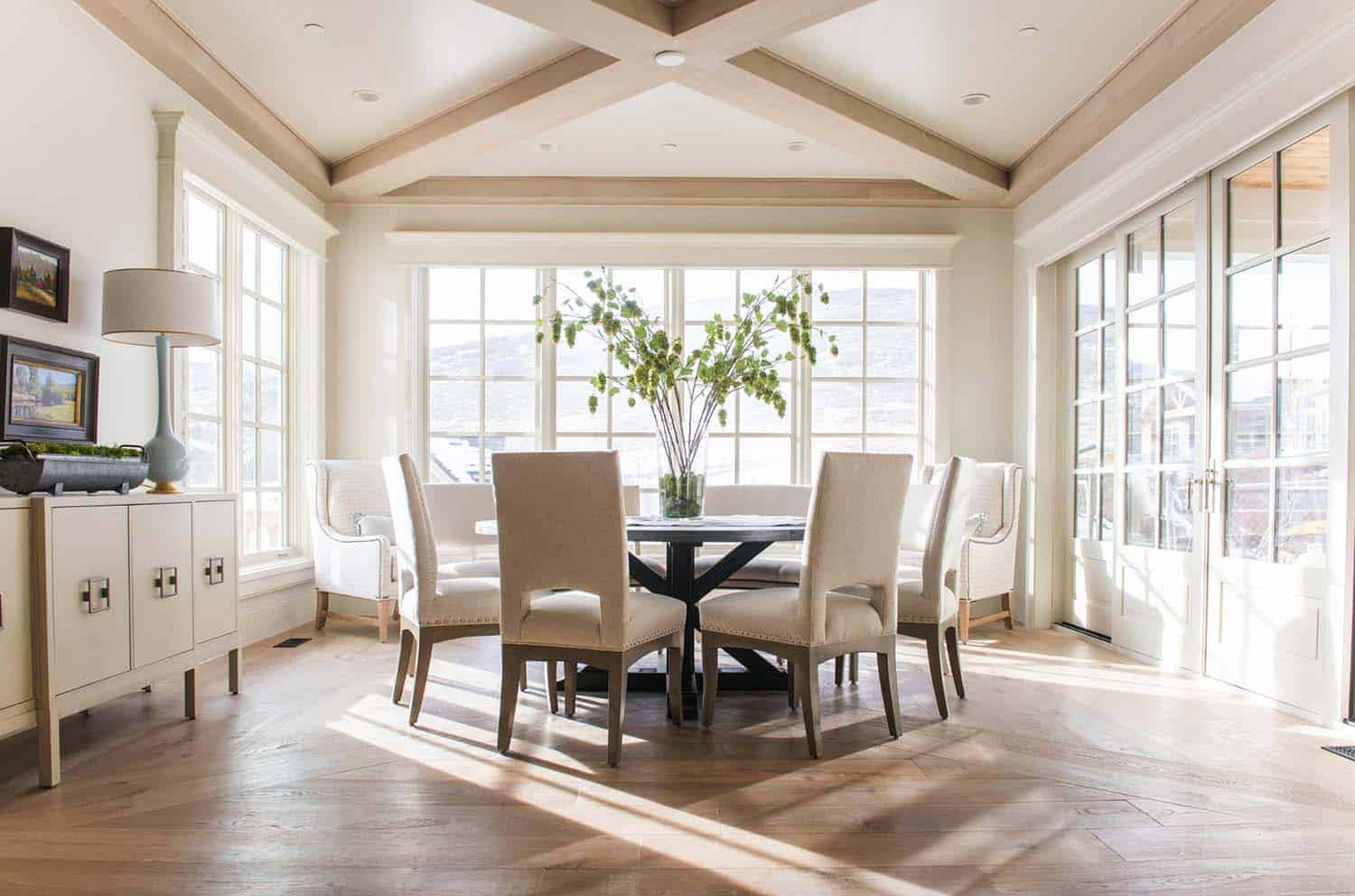 european-cottage-beach-style-dining-room