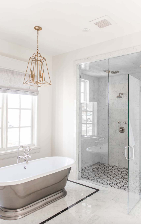 european-cottage-beach-style-bathroom