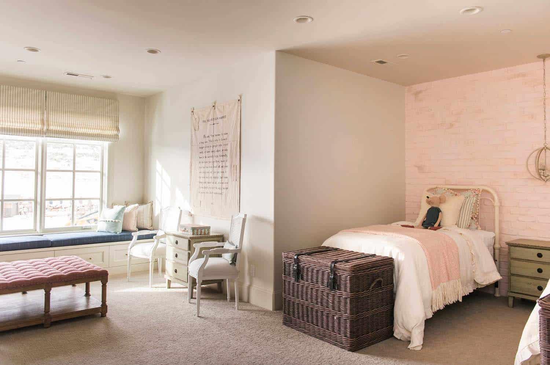 european-cottage-beach-style-kids-bedroom