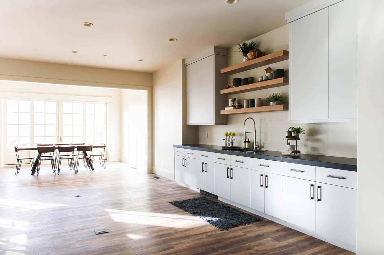 european-cottage-beach-style-kitchen