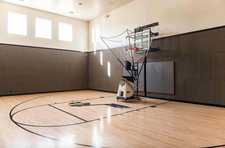 traditional-home-gym-basketball-court