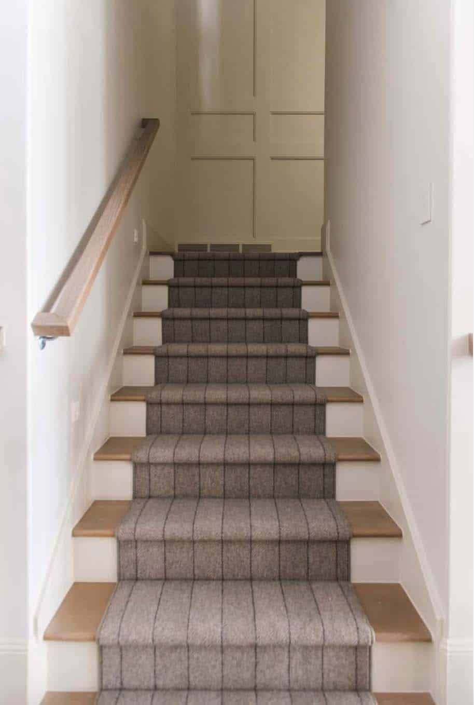european-cottage-beach-style-staircase