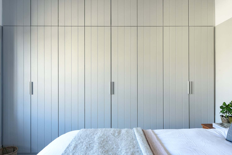 cottage-midcentury-bedroom