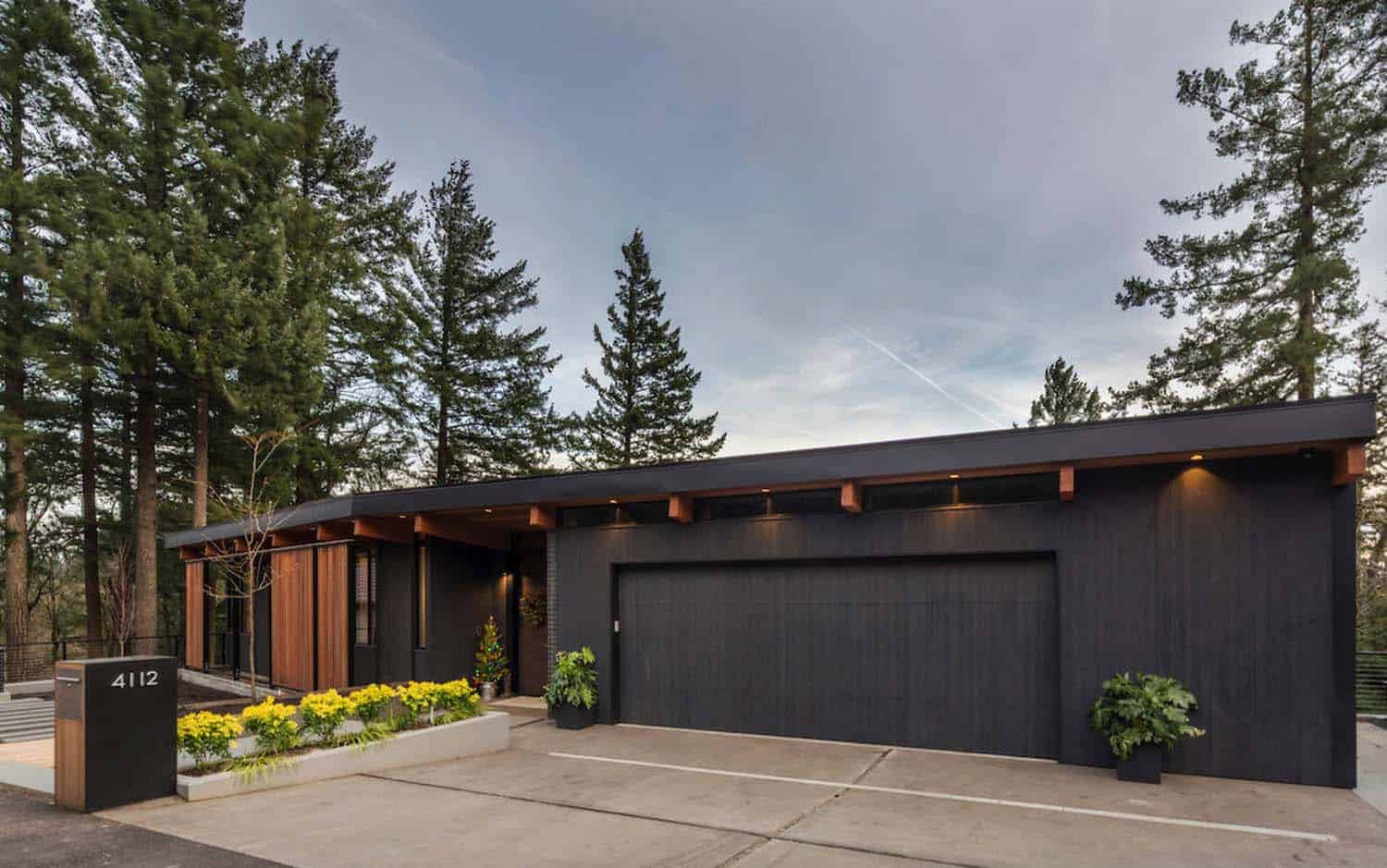 Midcentury Modern Home In Portland Embraces Indoor Outdoor