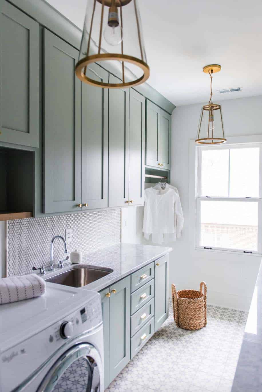 modern-craftsman-farmhouse-laundry-room