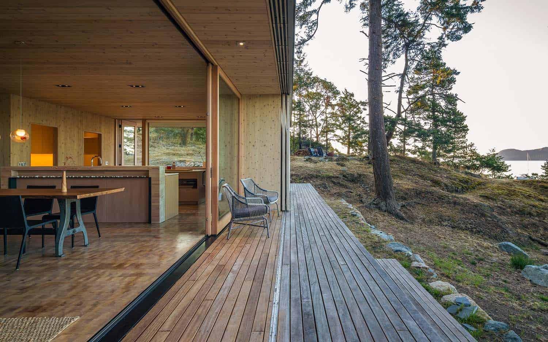 rustic-home-deck