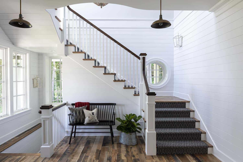 farmhouse-beach-style-entry