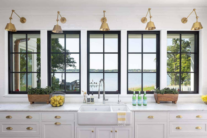 farmhouse-beach-style-kitchen
