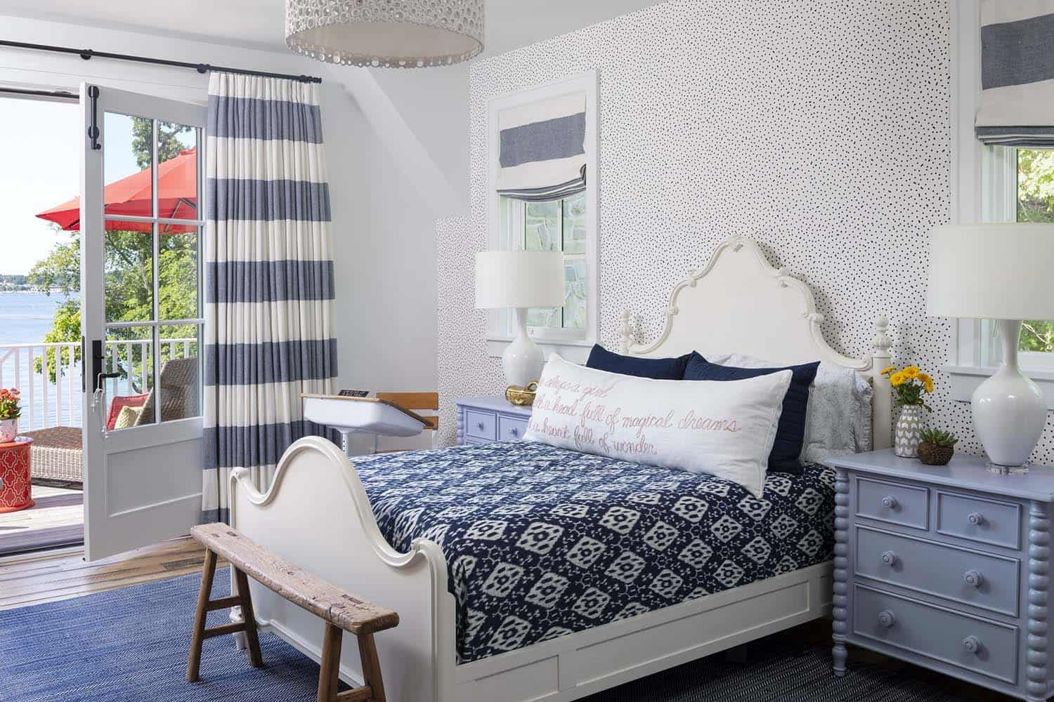 beach-style-guest-bedroom