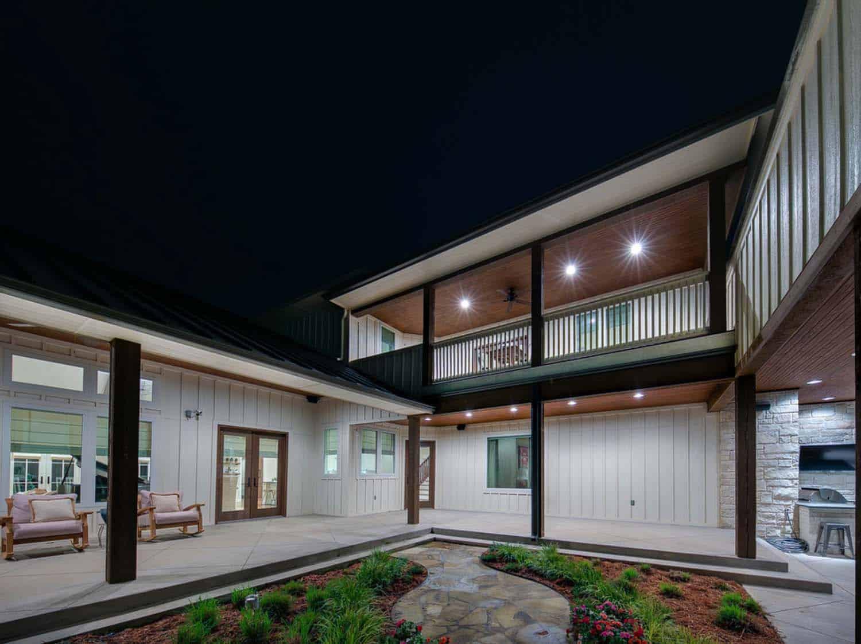 modern-farmhouse-balcony