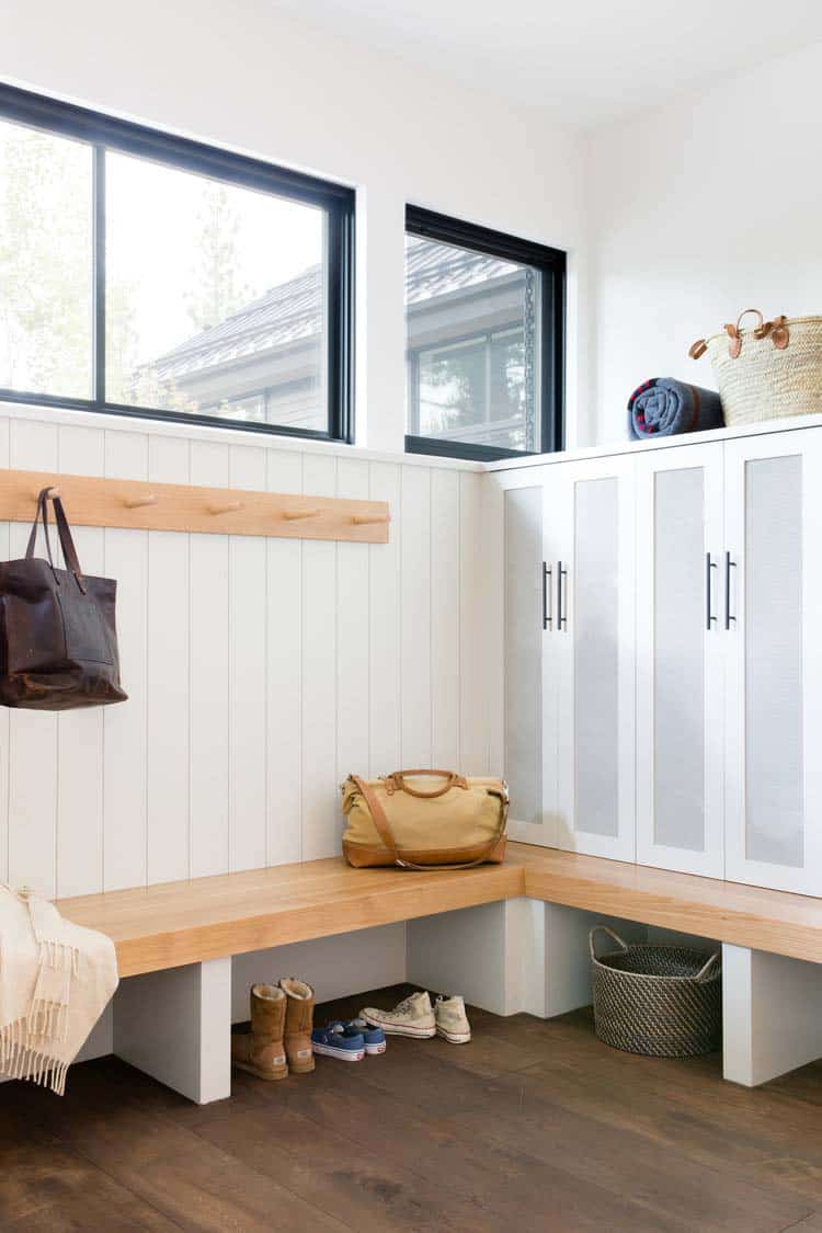 modern-mountain-home-mudroom