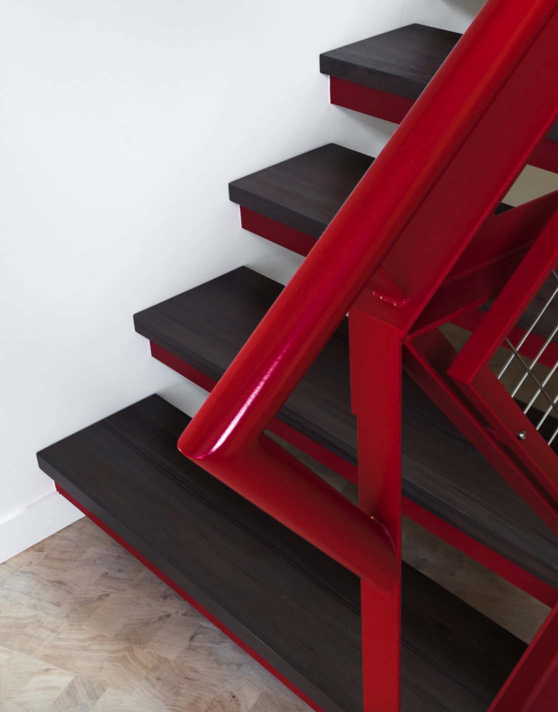 tree-house-modern-staircase
