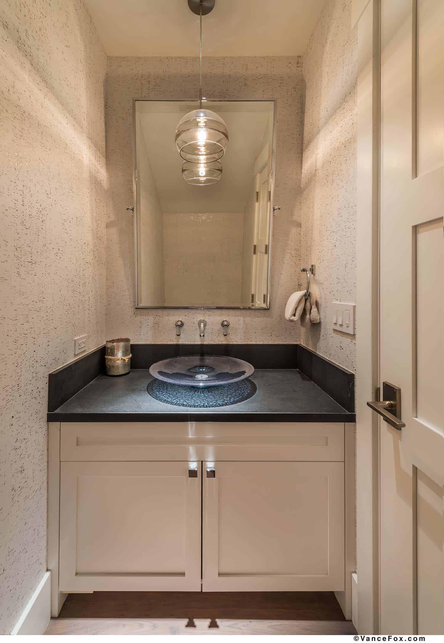 mountain-modern-cabin-powder-bathroom