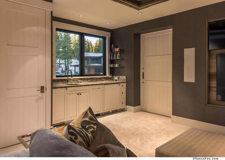 mountain-modern-cabin-family-room