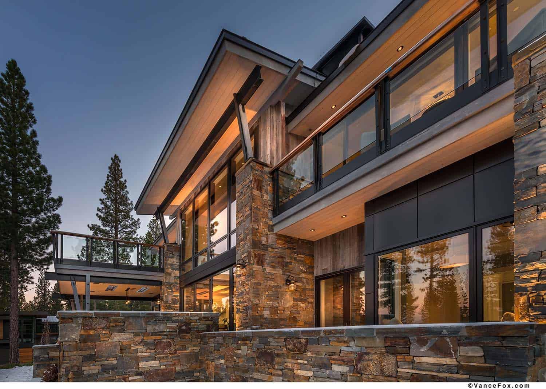 mountain-modern-cabin-exterior
