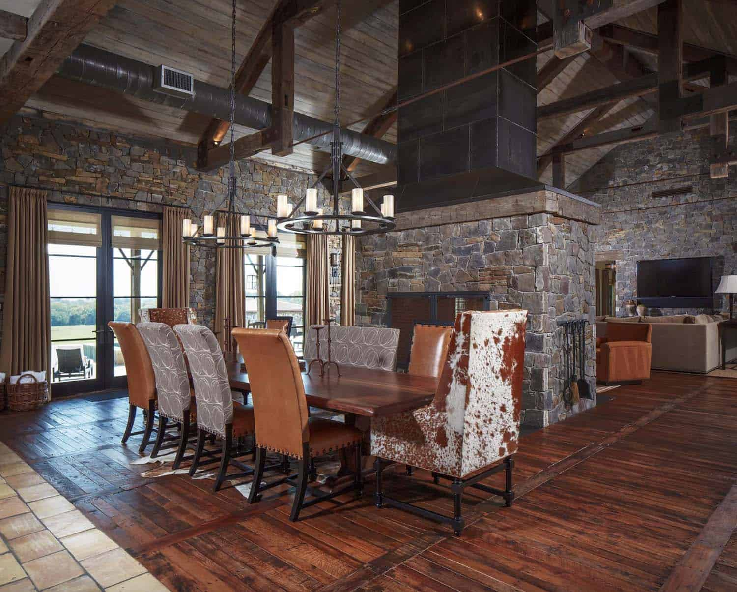 ranch-rustic-dining-room