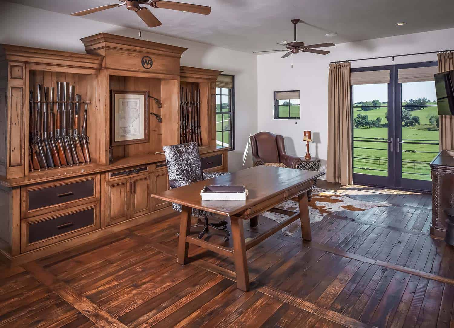 ranch-rustic-home-office