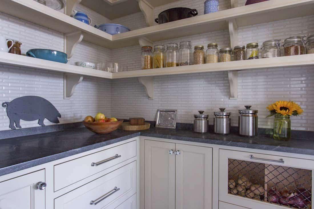 beach-house-kitchen-pantry