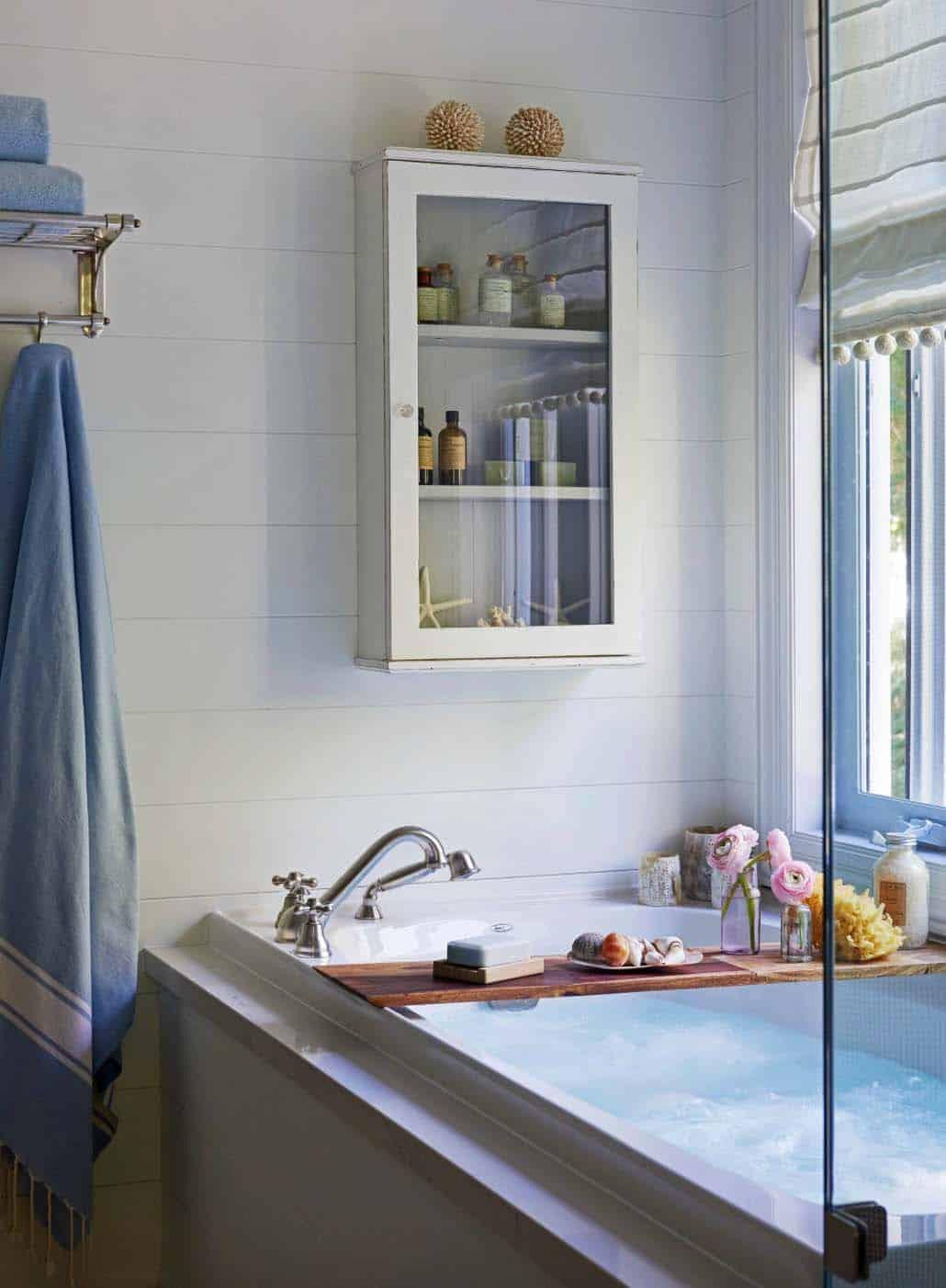 cottage-beach-style-bathroom