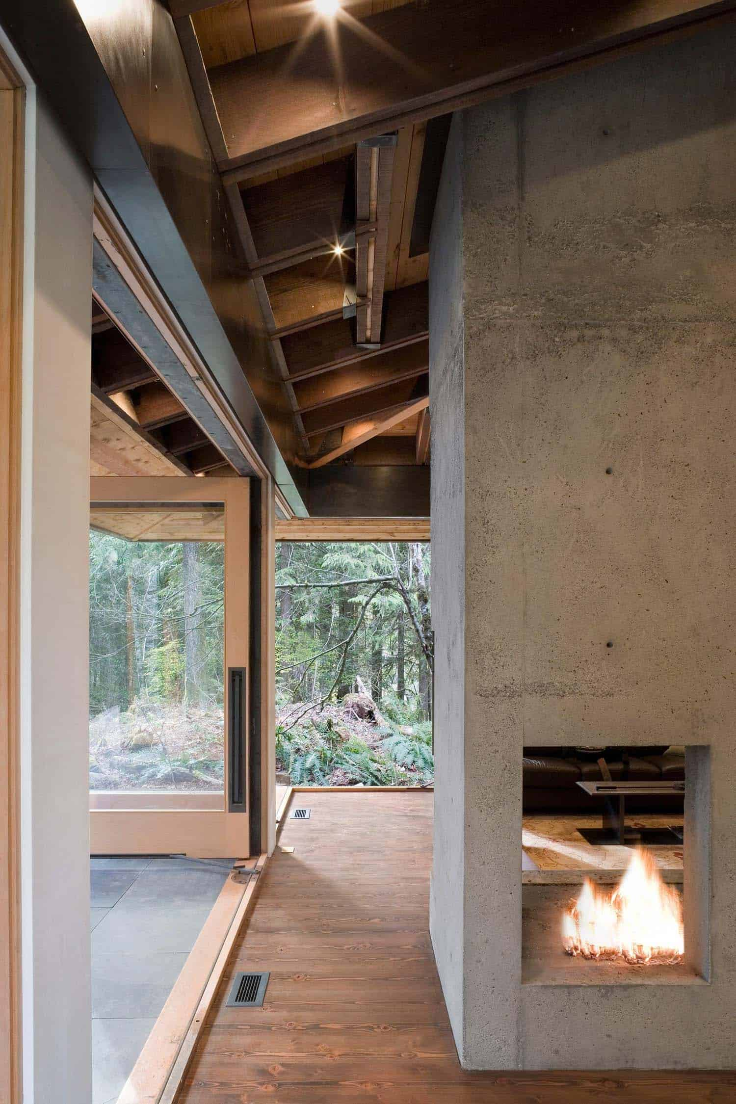 compact-modern-cabin-living-room-fireplace