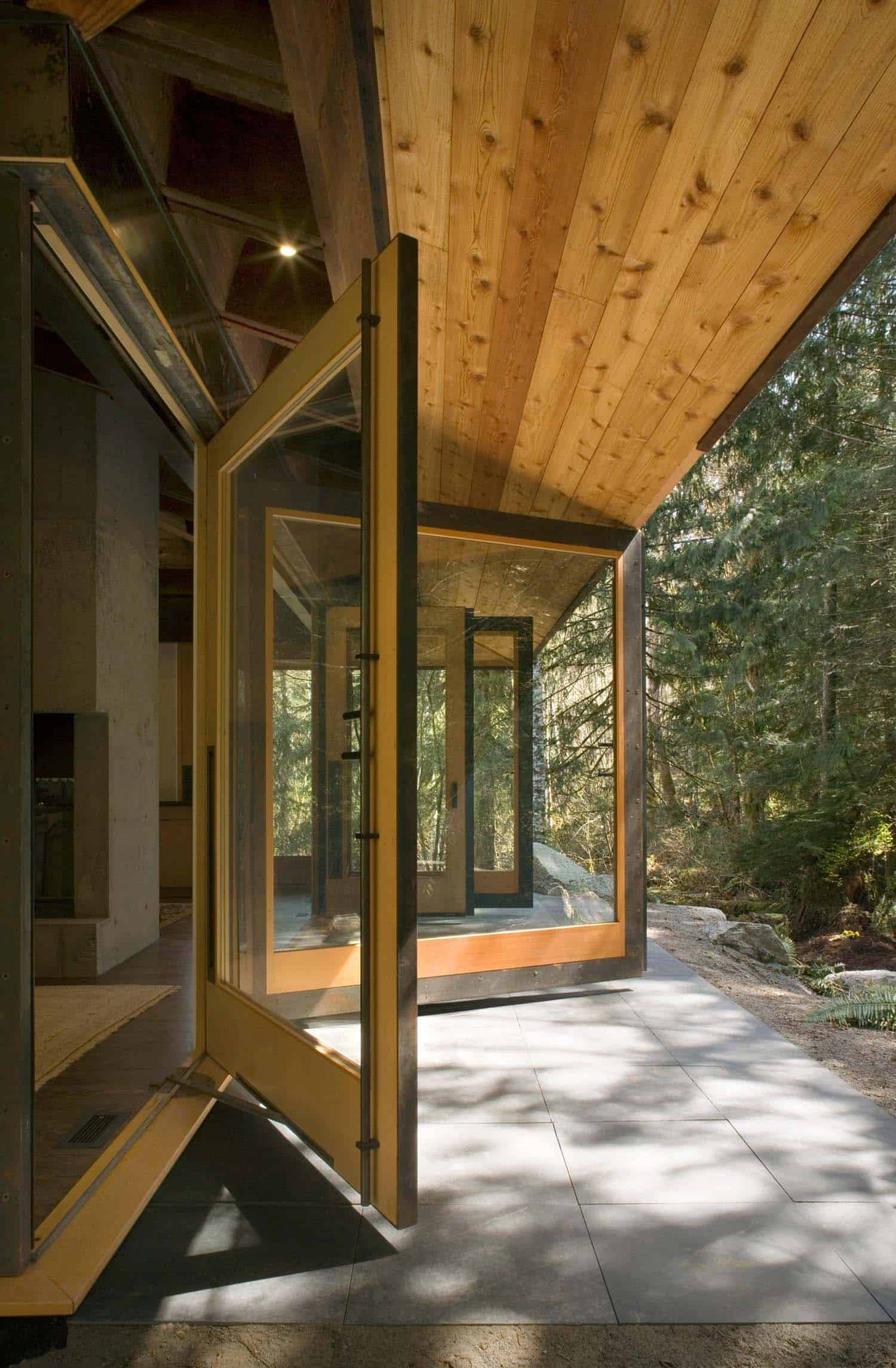 compact-modern-cabin-patio