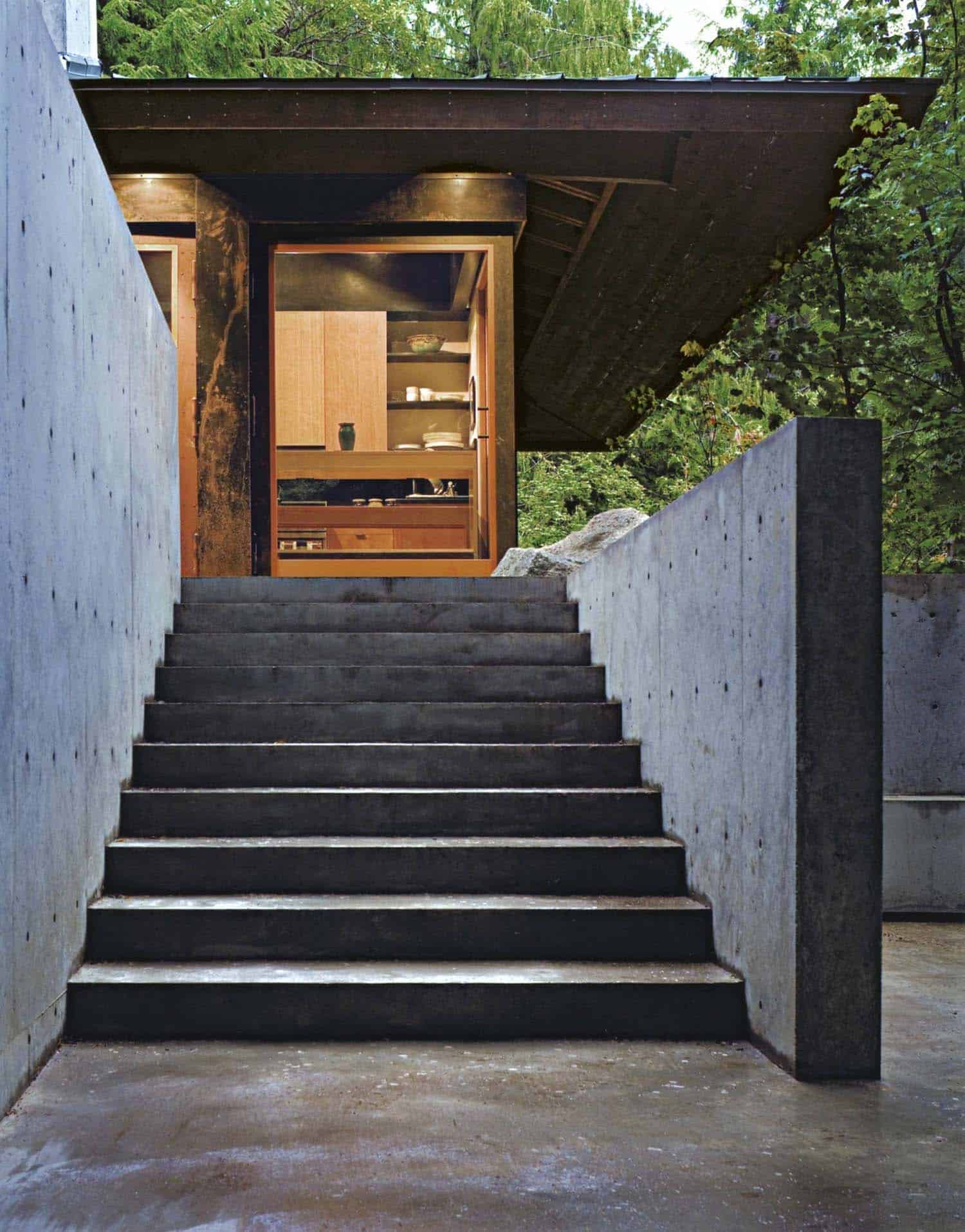 compact-modern-cabin-exterior-staircase