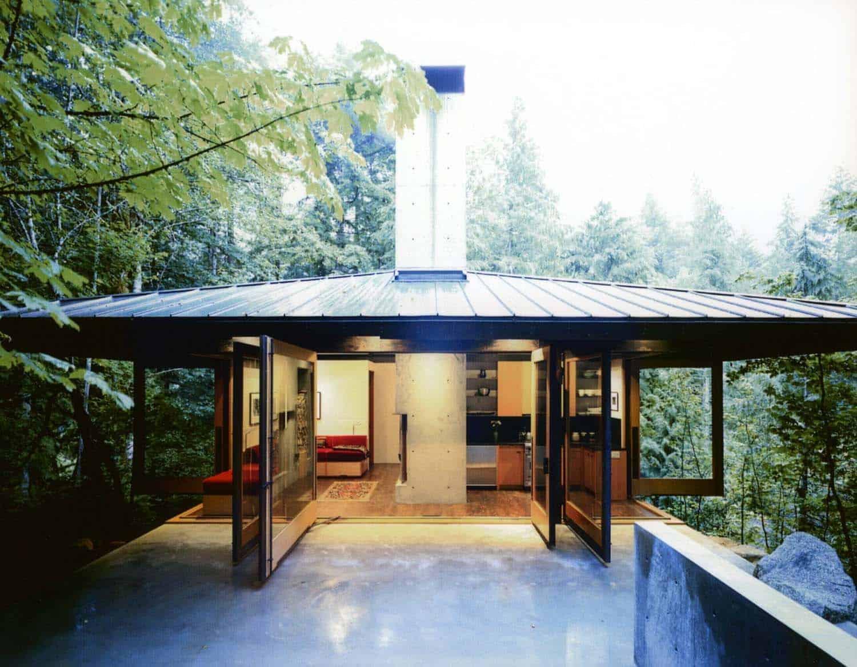 compact-modern-cabin-exterior