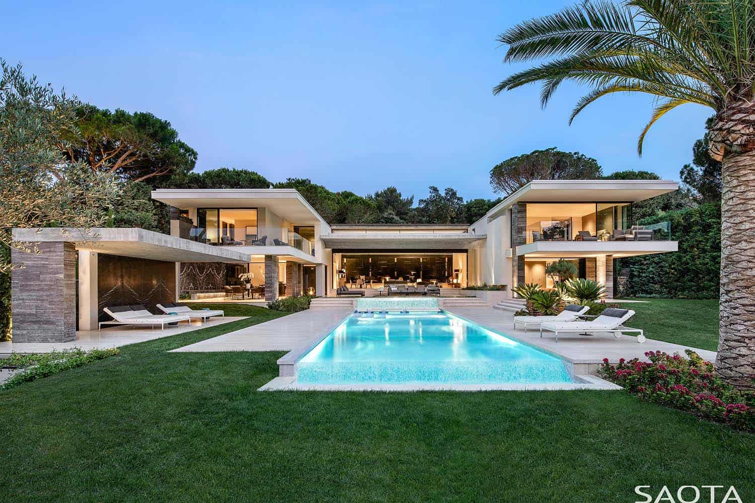contemporary-summer-home-exterior-pool-saint-tropez