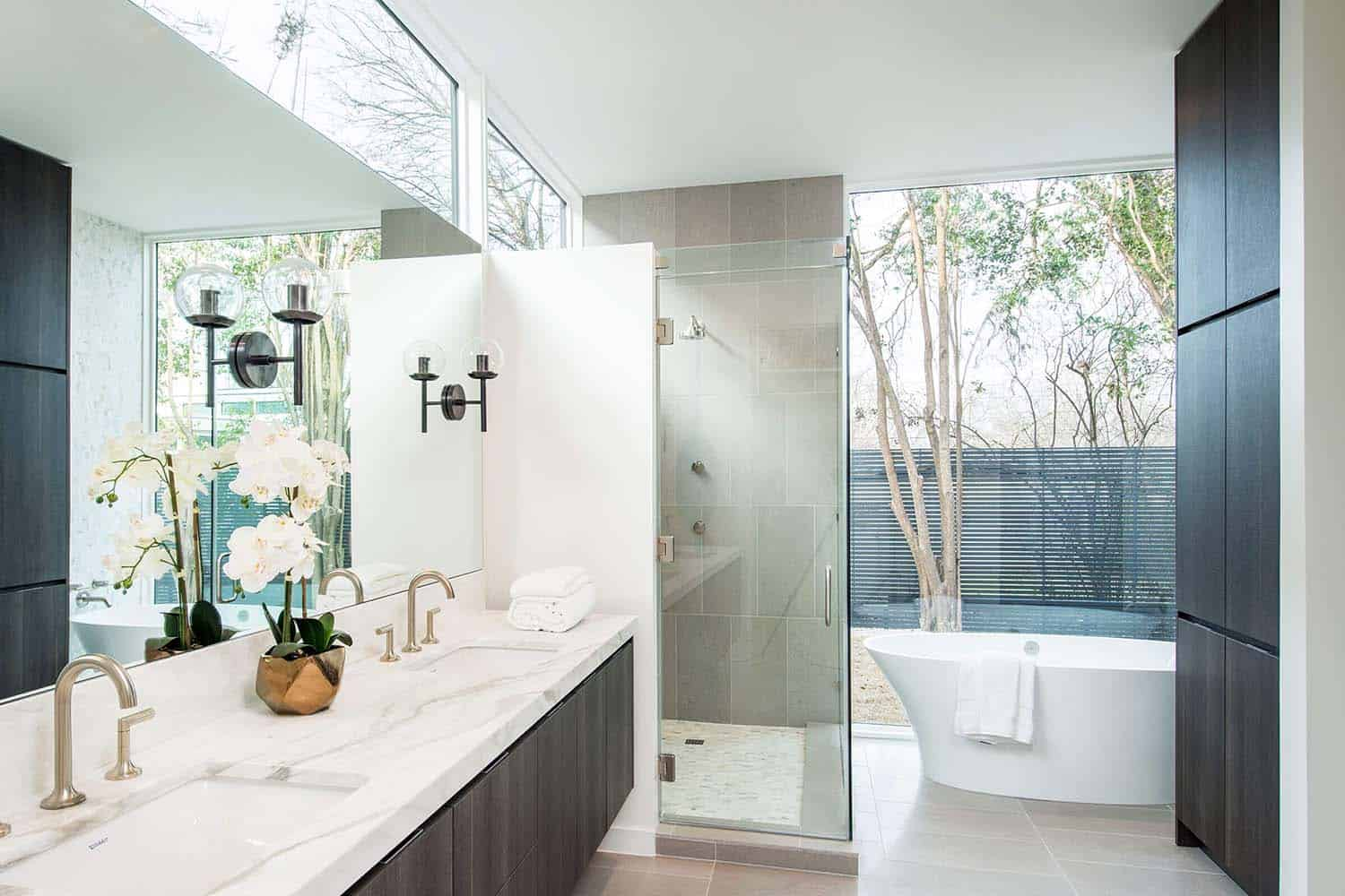 contemporary-home-master-bathroom