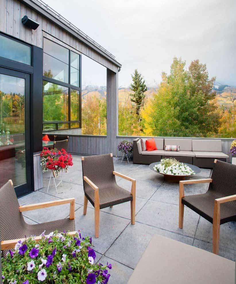 contemporary-mountain-home-patio