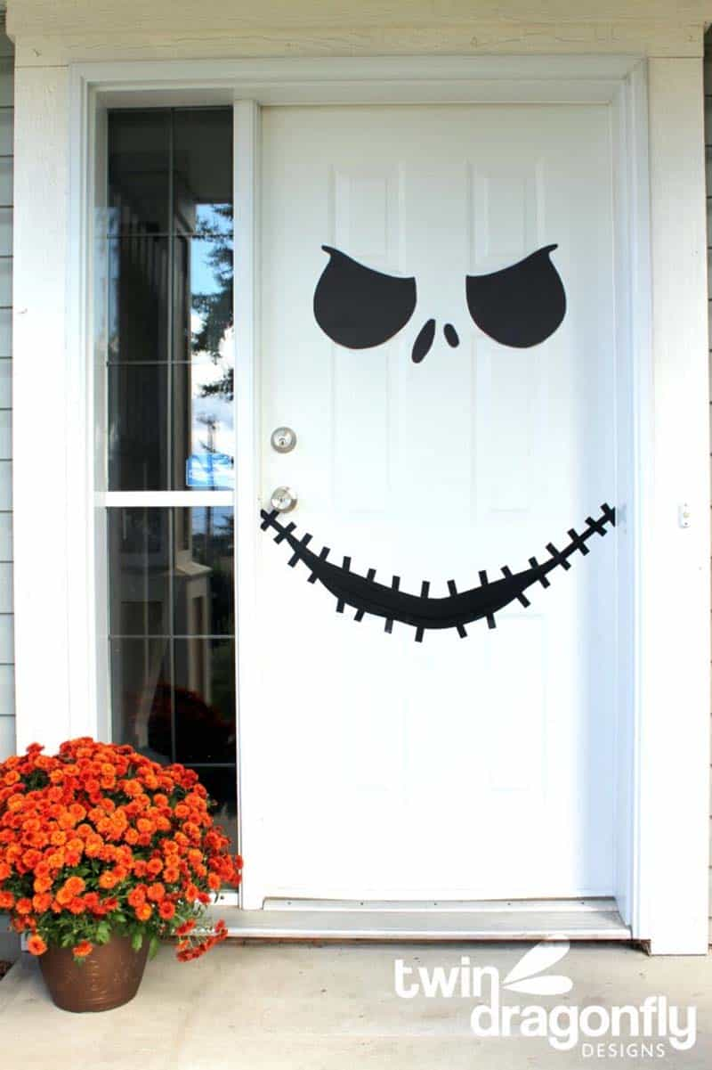 diy-halloween-decoration-outdoors-door