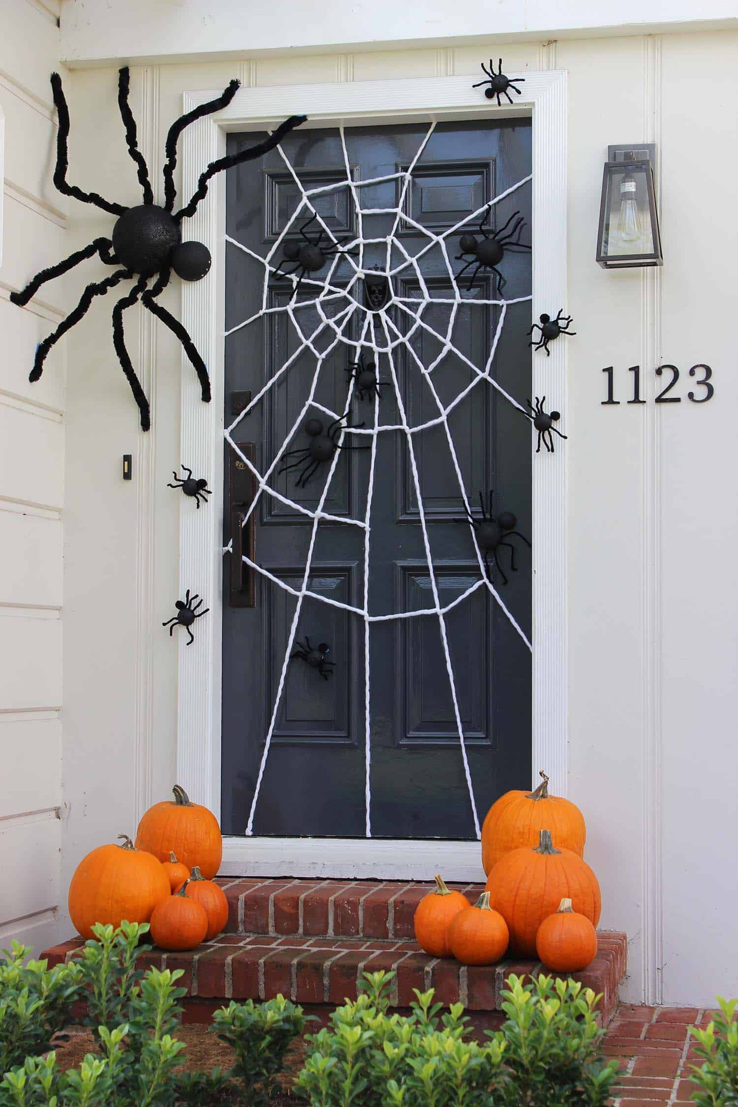 diy-halloween-decoration-outdoors-spider-web