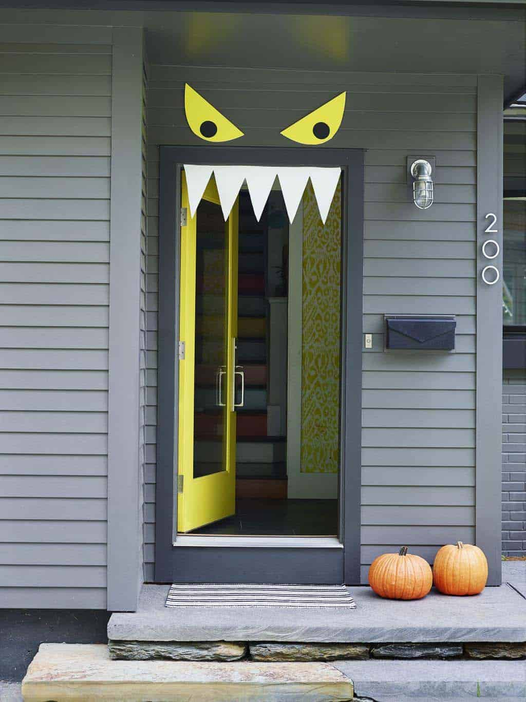 diy-halloween-decoration-outdoors-door-monster