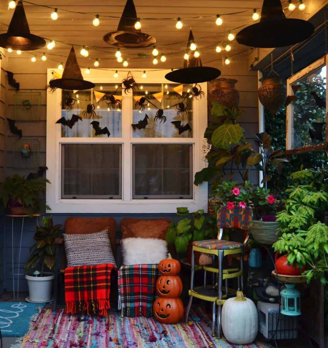 diy-halloween-decoration-outdoors-witches-hats
