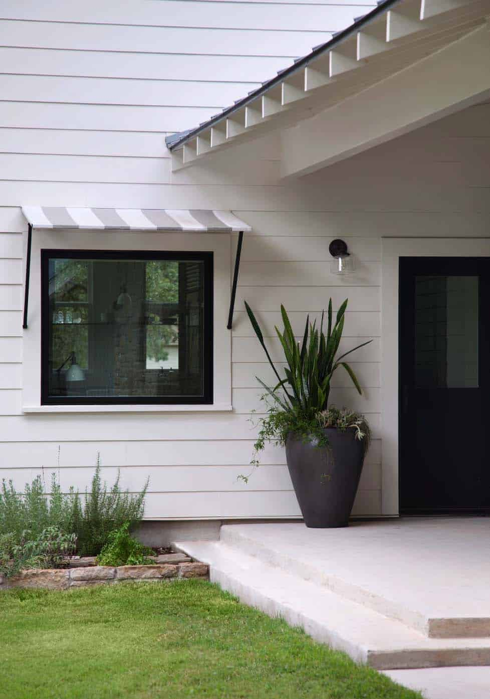 modern-farmhouse-entry