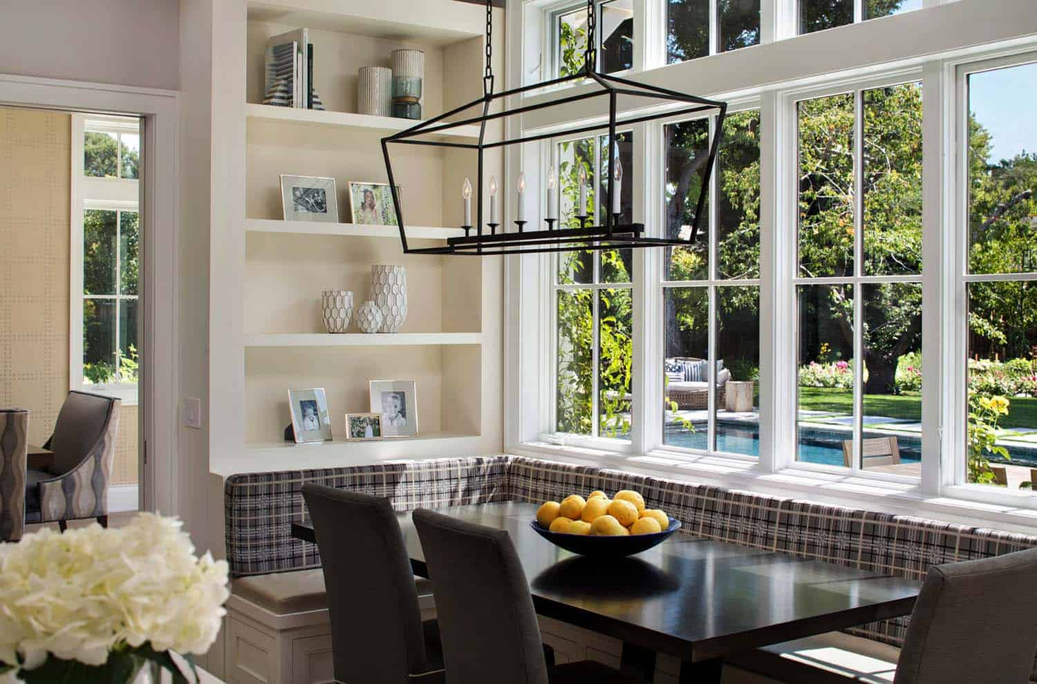 transitional-kitchen-breakfast-nook