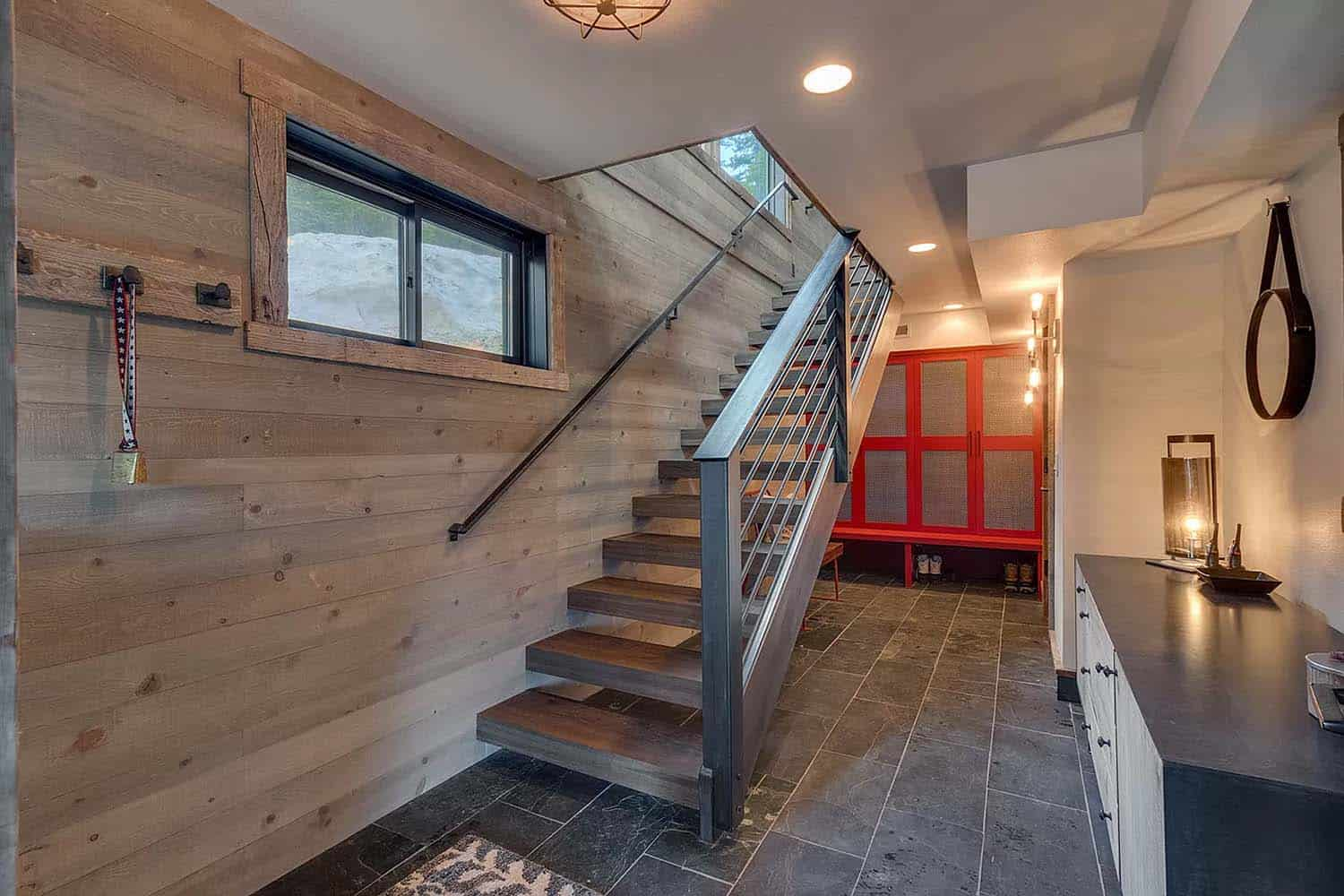 mountain-modern-chalet-entry-staircase