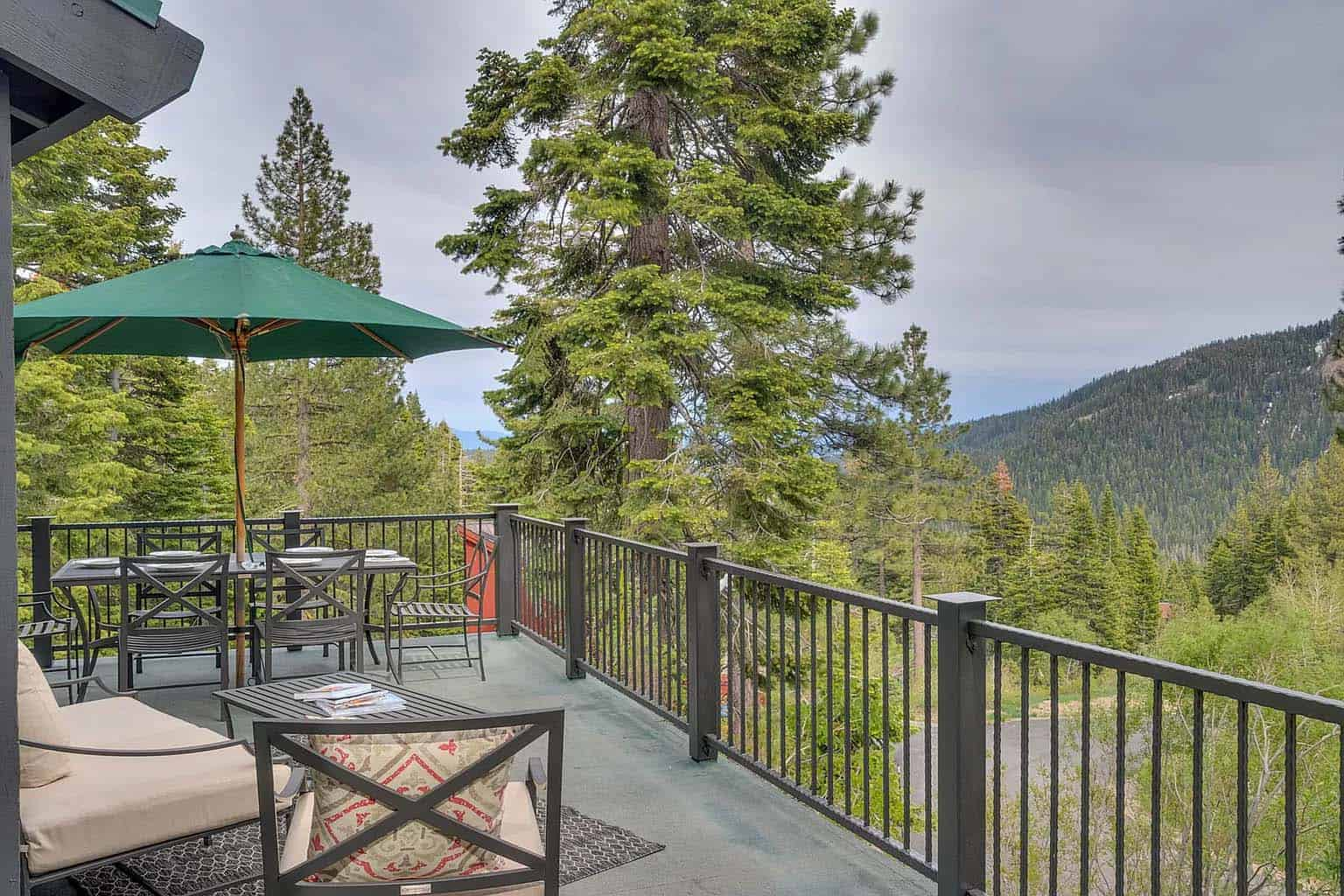 mountain-modern-chalet-exterior-patio